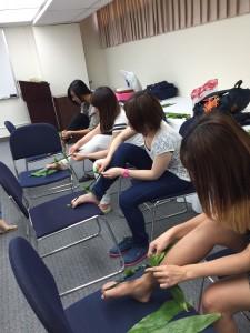 Ti Leaf Lei Making 2